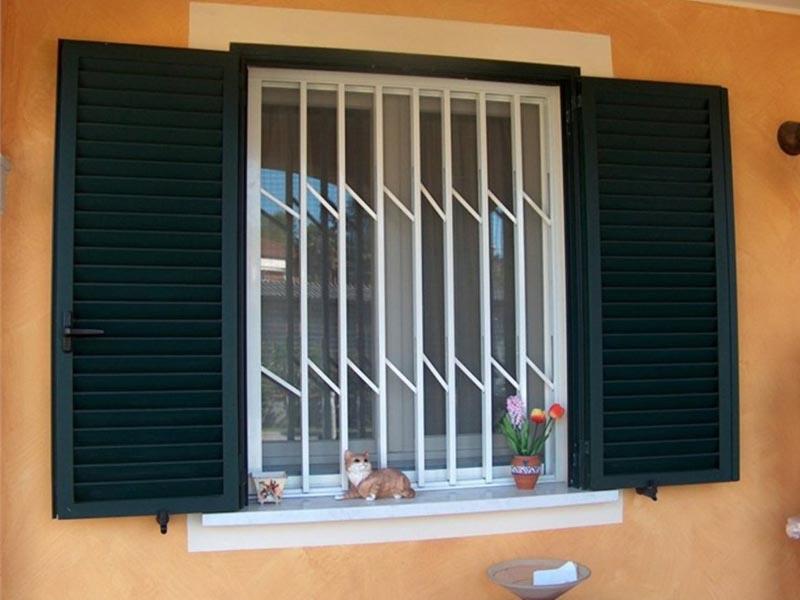 Inferriate di sicurezza parma pr inferriate per negozi parma pr - Inferriate estensibili per finestre ...